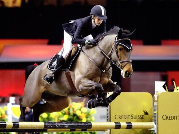 Атина Онасис падна от кон, счупи гръбнак