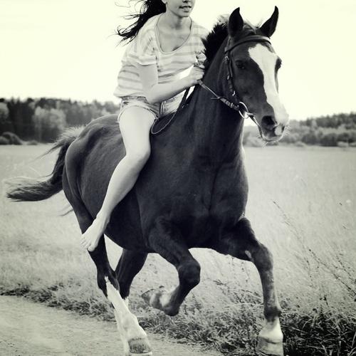 Езда без седло: Забавление  и  предизвикателен начин да подобрите ездаческите си умения