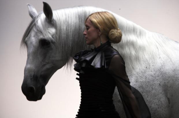 Мадона обича малки кучета и големи коне