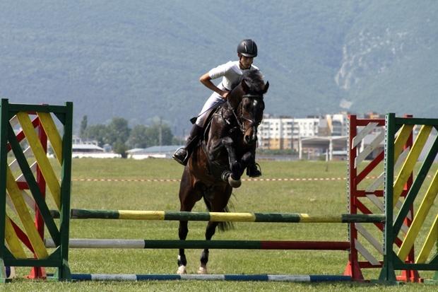 Нови успехи за ездачите от